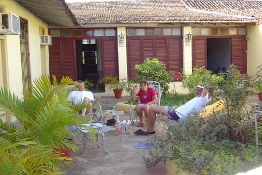 Casa colonial renta de for Jardines de casas particulares